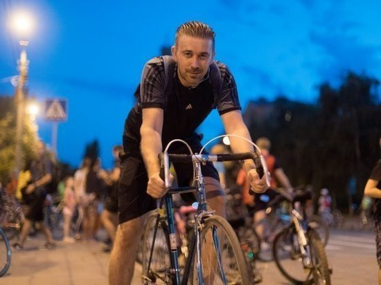 В Волгограде прошел ночной велопарад