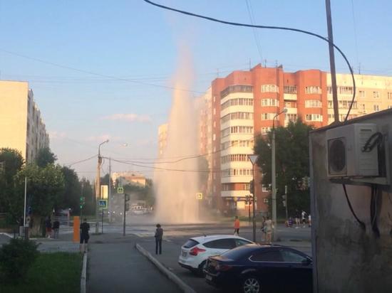 Срочно! Наперекрёстке Фрунзе— Серова образовался гейзер вышиной семь этажей