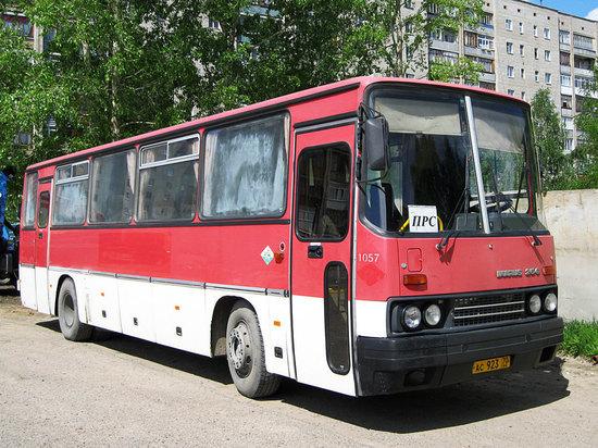 В Подмосковье перевернулся автобус с 27 пассажирами