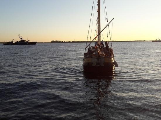 Явление «Святого Петра»: в Архангельск по морю пришла реплика первого петровского корабля