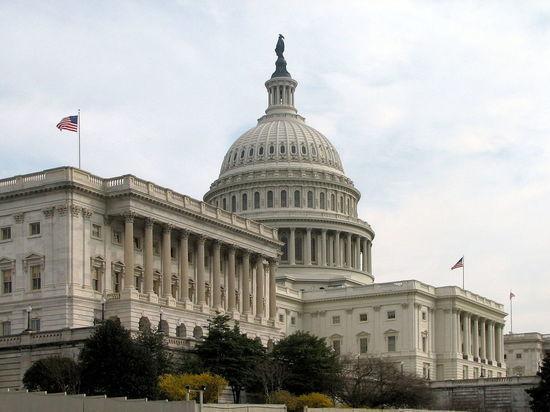 """Американские конгрессмены выступили против """"тайных встреч"""" Путина и Трампа"""