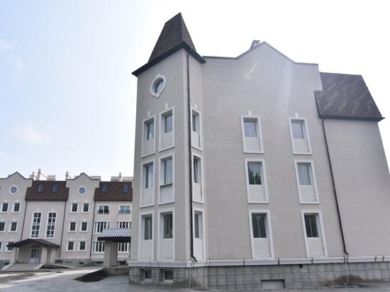 «Я свое слово сдержал»: Первые пайщики «Бухты Квинс» Александра Новикова получили квартиры