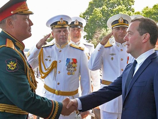 Медведев раскритиковал власти Крыма за медленные стройки