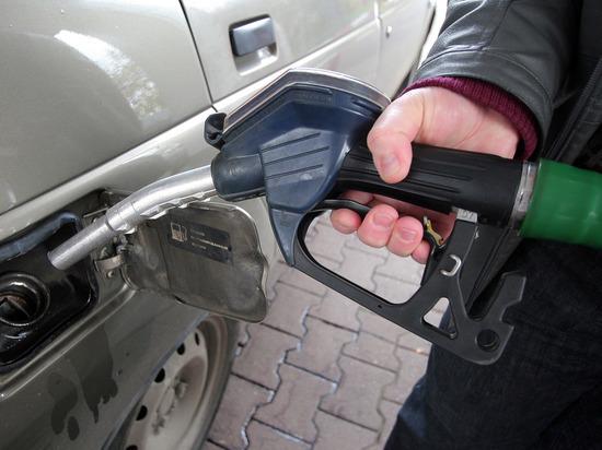 Дворкович назвал «пересменку в правительстве» причиной бензинового кризиса