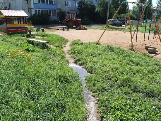 Детская площадка в Кирово-Чепецком районе утопает в фекалиях