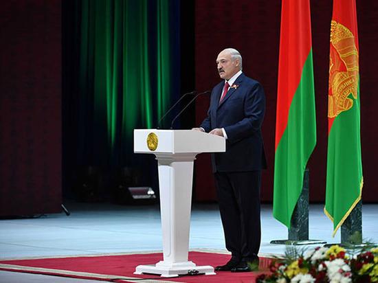 Президент Республики Беларусь Лукашенко впервый раз появился напублике после известий об«инсульте»