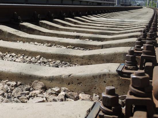 Безработный петербуржец гаечным ключом открутил 275 тонн деталей железной дороги