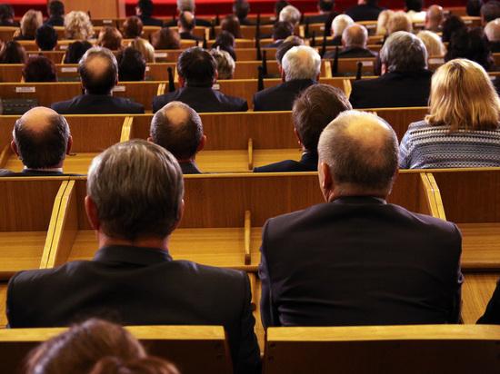 Народные избранники плохо выполняют роль лидеров общественного мнения
