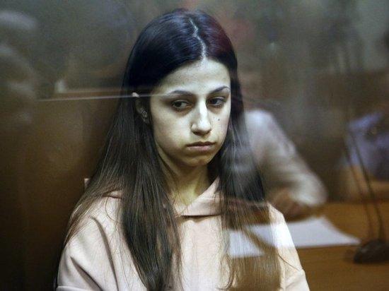 В суде над сестрами, убившими отца, разгорелась битва