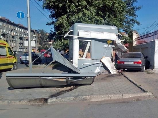 BMW cнес остановку на улице Большевистской, есть пострадавшие