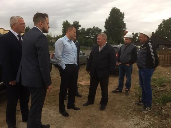 Глава Сургутского района проверил строительные объекты в поселениях