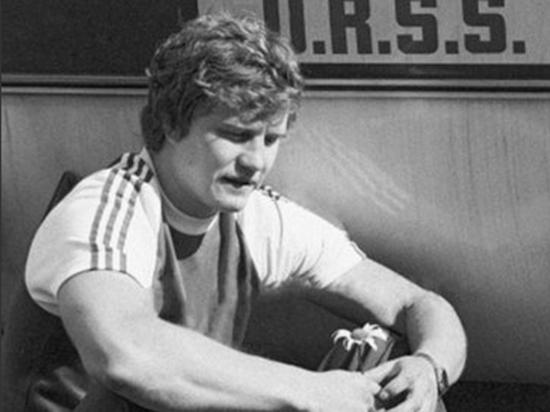 Скончался известный советский хоккеист Виктор Тюменев