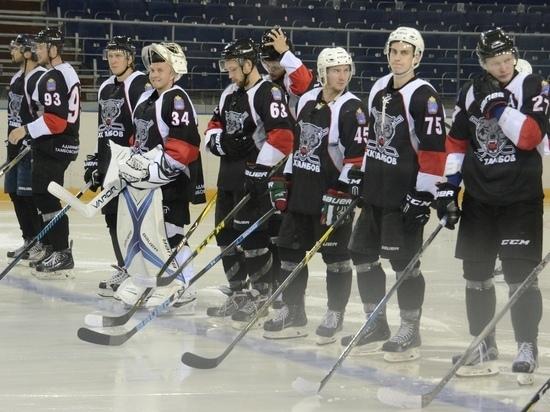 Семь хоккеистов подписали контракты с ХК