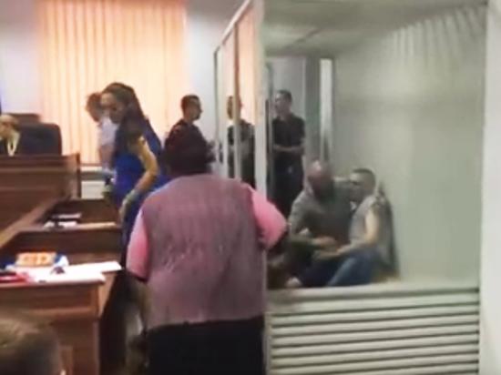 Подозреваемый в убийстве Вороненкова на суде упал в голодный обморок