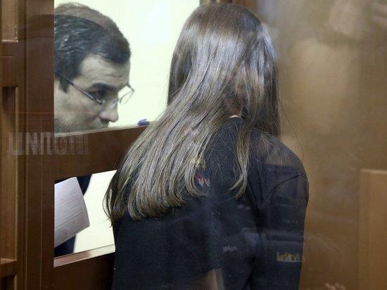 Убившим отца-тирана сестрам Хачатурян разрешили окончить школу
