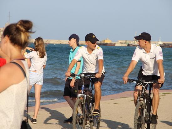 Спорт и порядок: в Феодосии полицейские пересели на велосипеды