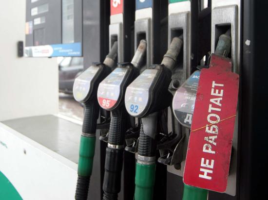 793404e26c39b5684130f0b4c54c8e1d - Недолив бензина обойдется АЗС в полмиллиона рублей: до полного