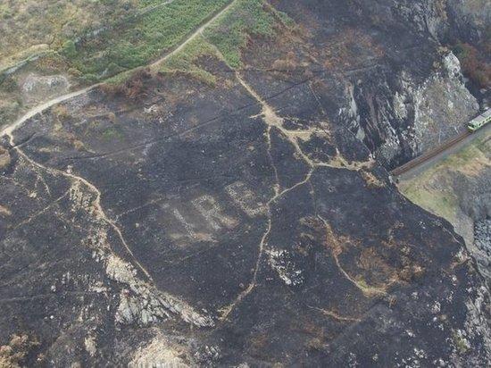 В Ирландии пожар рассекретил каменный памятник времён Второй мировой войны
