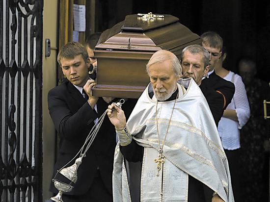 Похороны убитого в ЦАР режиссера Расторгуева: одна смерть, три прощания