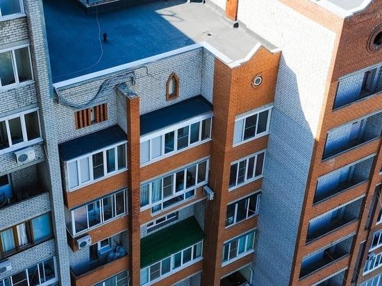 В Волгограде УК ремонтируют кровлю домов после аномальных ливней
