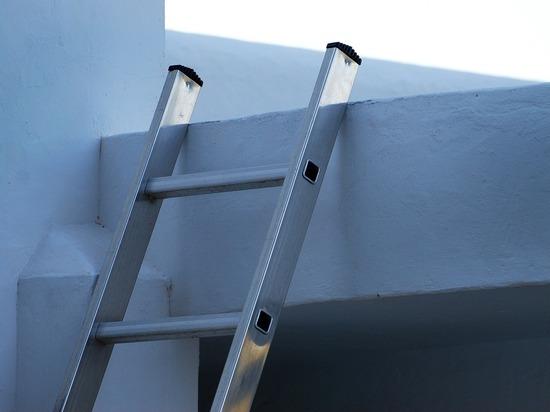 Покупатель госпитализирован после падения лестницы в строительном магазине