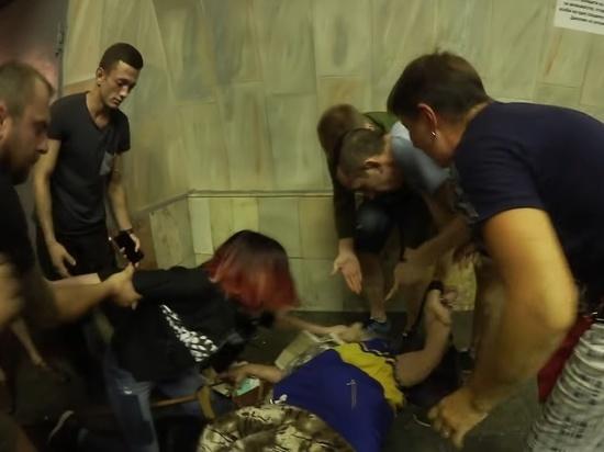 В Киевском метро пенсионерка пыталась загрызть котенка