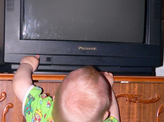 В Москве упавший телевизор придавил двух детей