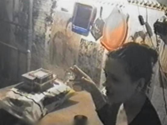 Маньяк годами насиловал двух девушек в подземном бункере: исповедь секс-рабыни