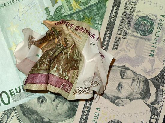 Доллар превысил 66 рублей на фоне подготовки новых санкций США
