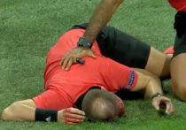 Полиция задержала фаната, разбившего голову судье во время матча Лиги Европы