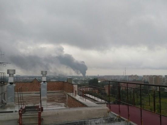 Появилось видео с горящим на Левобережье в Омске бензовозом