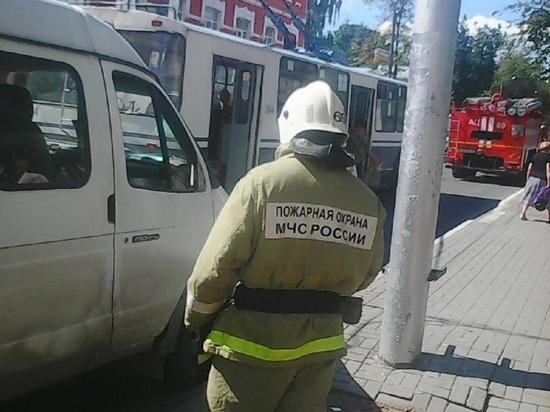Грузовая Газель сбила девочку на светофоре в Калуге