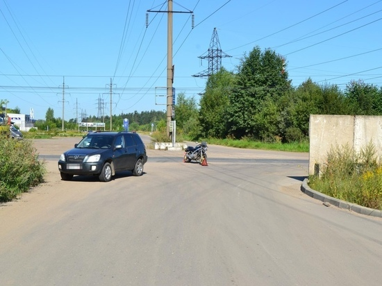 В Твери столкнулись мотоцикл и внедорожник