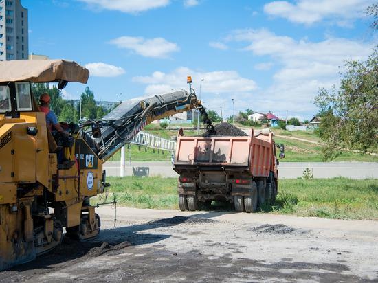 В Волгограде обновляют асфальт на улице Садовой
