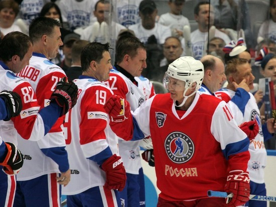 Путин поздравил россиян с Днем физкультурника