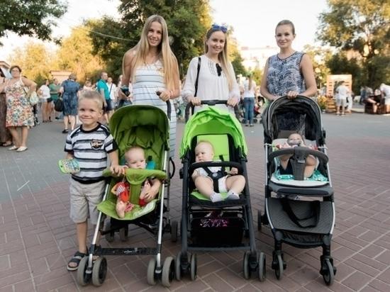 Мамы и беременные собрались на фитнес-праздник в центре Волгограда
