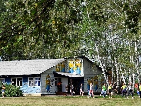 Летний лагерь под Омском эвакуировали – дети госпитализированы с отравлением