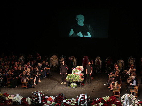Театральная Москва простилась с Брусникиным: «Дима, зачем так рано?!»