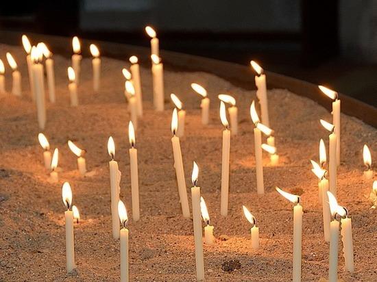 Молиться без свечей неприлично: поджог Успенской церкви вызвал скандал