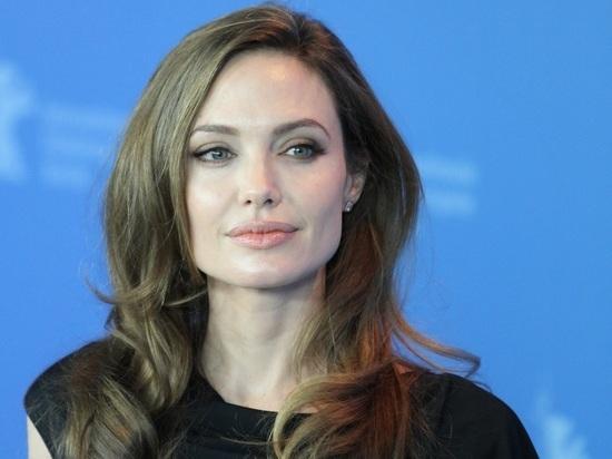Исхудавшая Анджелина Джоли попала в психиатрическую клинику
