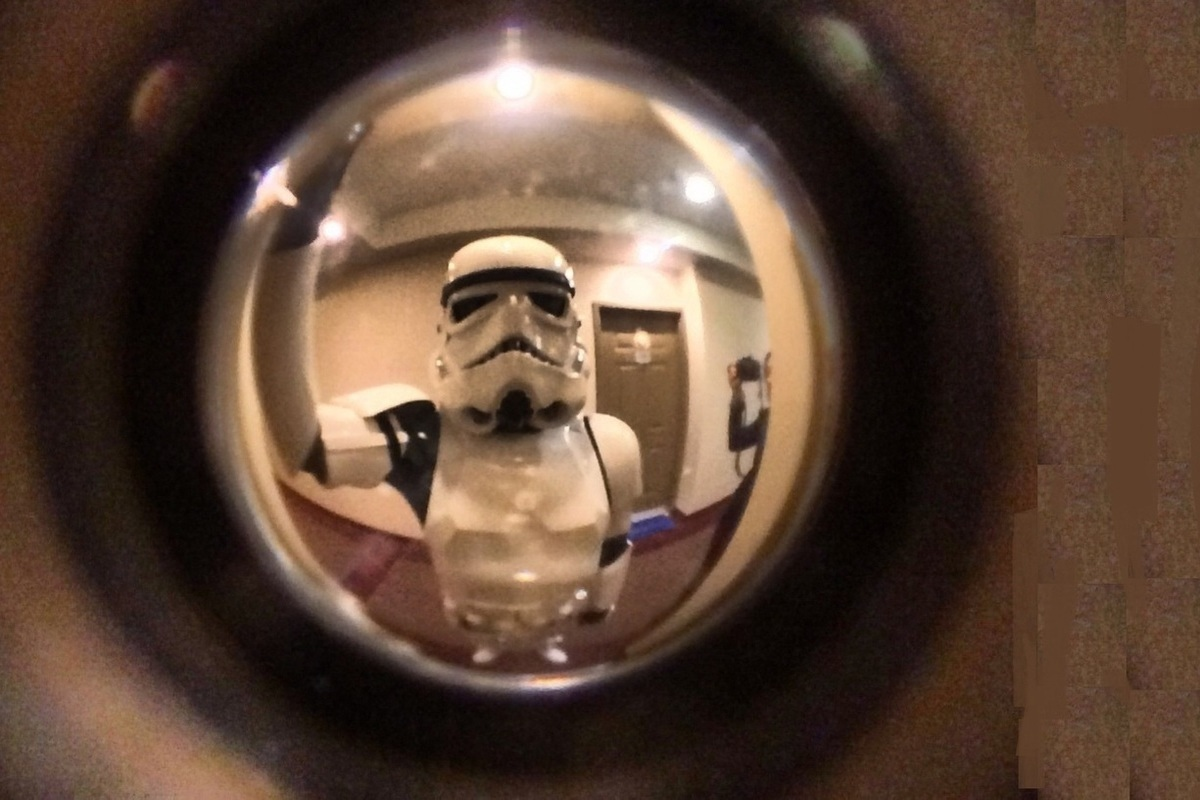 фотографии спецназа через дверной глазок самый распространенный способ