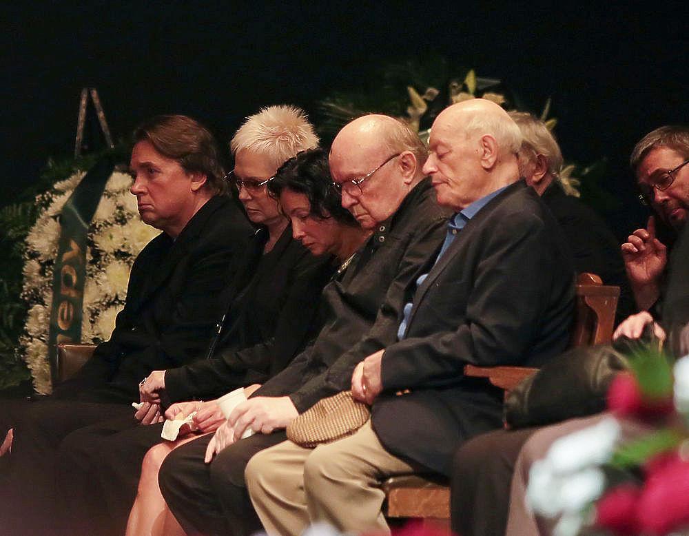 На прощание с Брусникиным пришла вся театральная тусовка: Машков, Князев, Миронов