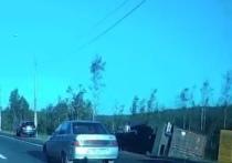 На Мурманском шоссе произошла авария с участием фуры