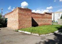 Жители Кемеровской многоэтажки жалуются на 26-летние руины во дворе