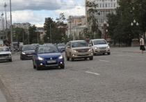 Свердловских автомобилистов призвали быть бдительными из-за крупного града