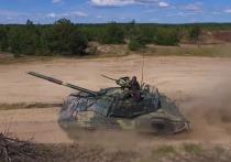 Порошенко рассказал об испытаниях модернизированного советского танка Т-72АМТ