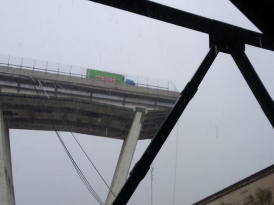 Под обломками моста вГенуе погибли 22 человека