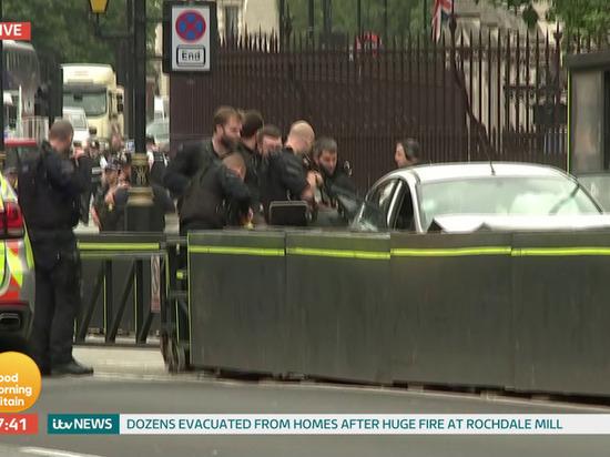 В Лондоне водитель наехал на людей возле парламента