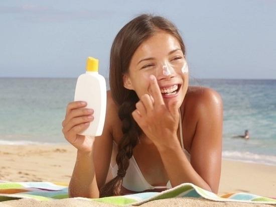 Как защититься от солнечных лучей в период отпусков