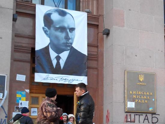 """Украинские дети считают, что Бандера — """"тот, кто играет на бандере"""""""
